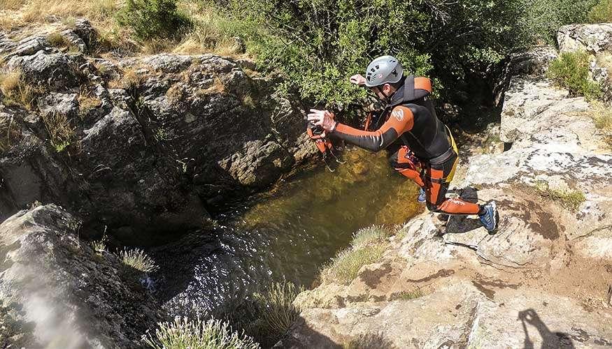 Salto al agua barranquismo Madrid en Somosierra